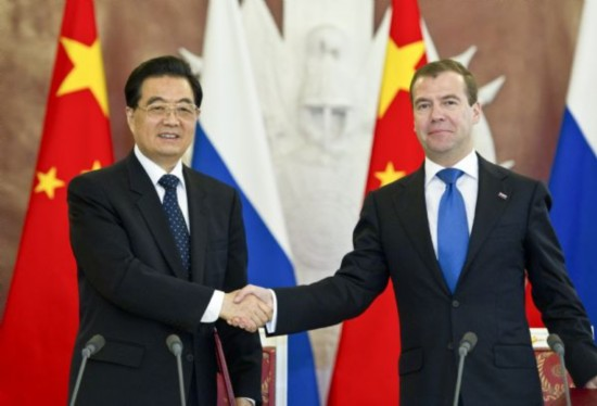 Chinese President Hu Jintao (L) shakes hands with his Russian counterpart Dmitry Medvedev