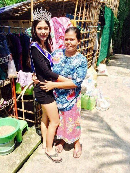 泰國17歲少女選美奪冠 跪謝拾荒母親(圖)1