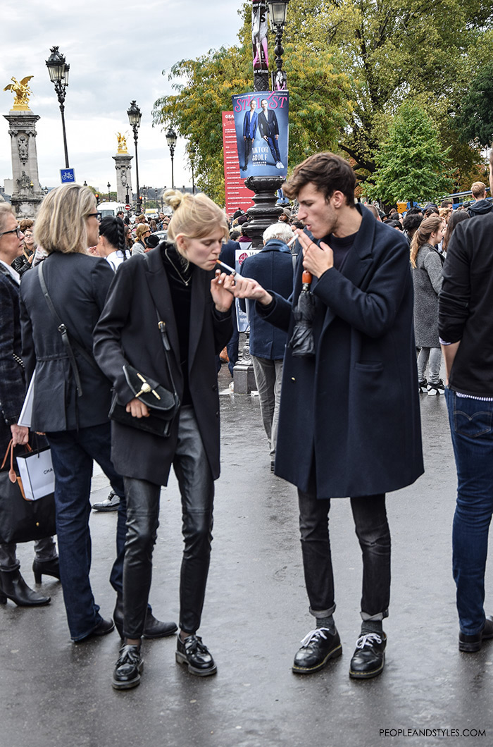 What urban couples are wearing, what are people wearing in paris? hipster looks, how to wear oversized blazer and leathe trousers street style Paris