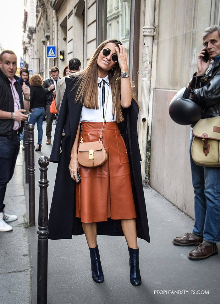 How to wear midi skirt and ankle boots. Get This Blogger Cool Leather Midi Skirt and Ankle Boots Look, street style look by stylish blogger and fashion entrepreneur Silvia García from Bartabacmode, Fashion blogger Silvia García from Bartabacmode photographed in Paris street style pfw Paris Fashion Week