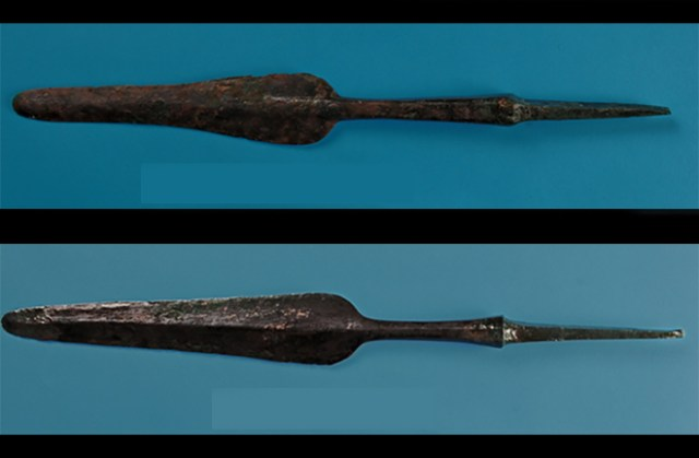 """The abundance of bronze spearhead and other weapons, not appearing in the Mesopotamia Ninivite burials, reveal the presence of """"an important warrior component,"""" - Marcella Frangipane."""