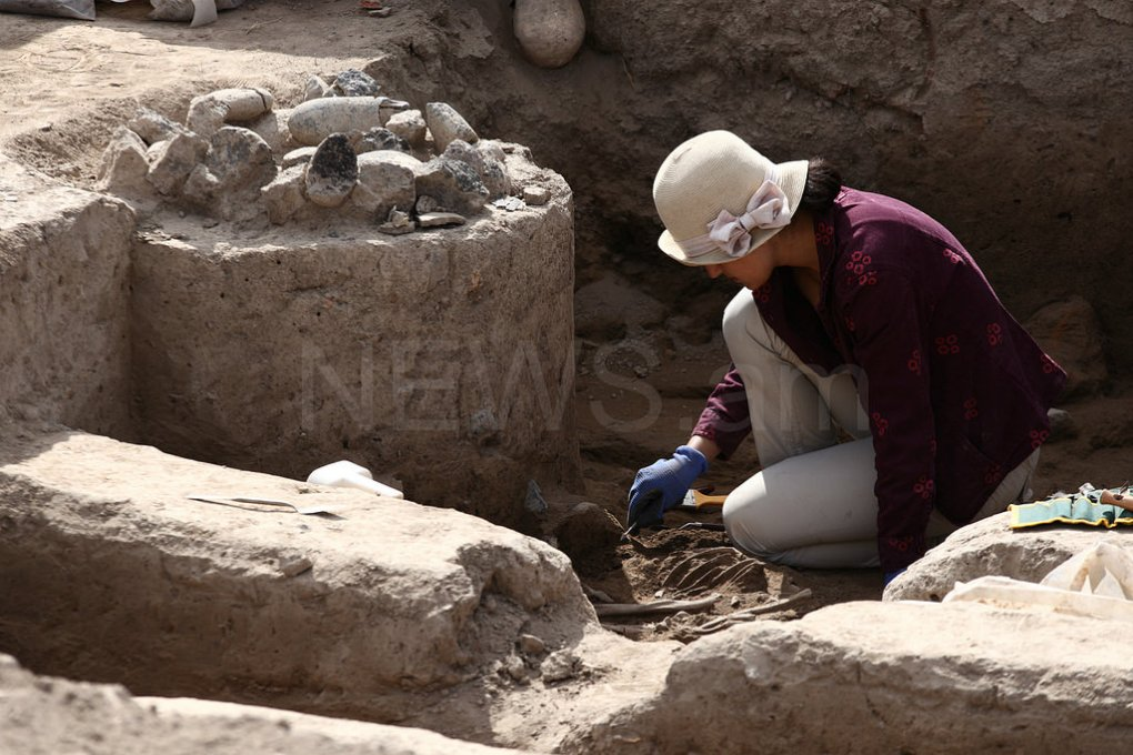 Aknashen neolithic site excavation