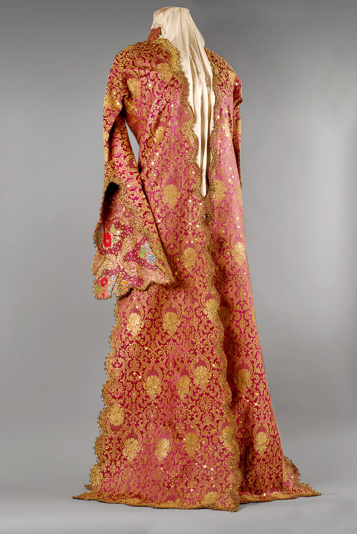 Armenian dress made of silk, 19th century. -Armenian Museum of France