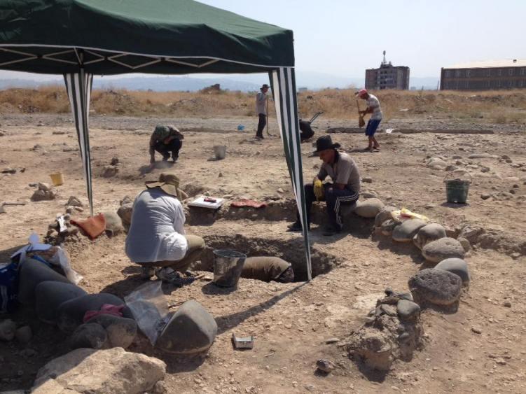 Digging at the site  of Karmir Blur