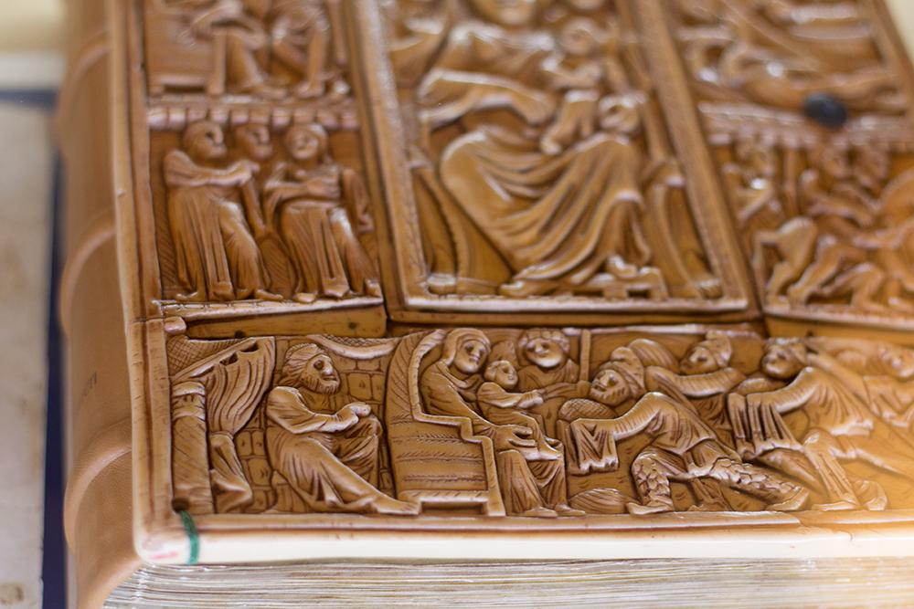 Gospel of Echmiadzin, Ivory binding, 6th century