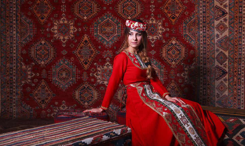 Red-color-of-Armenian-rugs