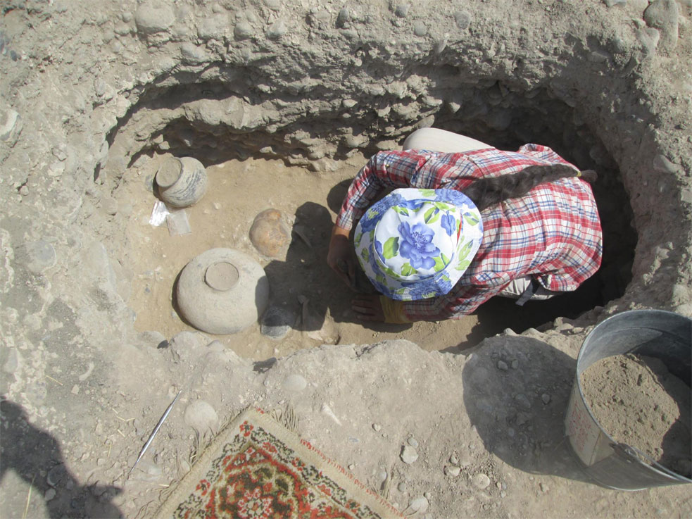 The tedious task of excavating, source: Armen Martirosian