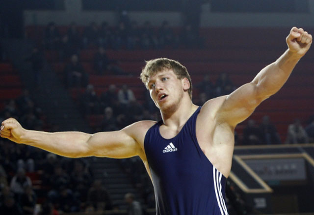 Artur Aleksanyan defeats Cenk Ildem