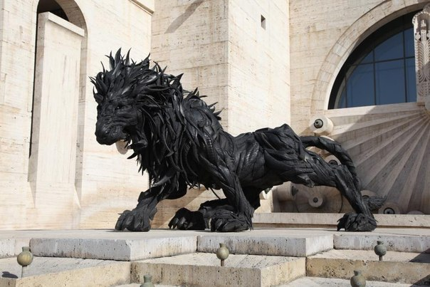 Sculpture made out of tires. Lion 2 by Ji Yong-Ho (Cascade - Yerevan, Armenia)