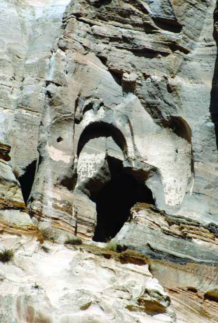 The south-eastern entrance of Tzarakar Monastery with the remnants of the inscription of 952 and its plan according to Stephen Sim 1999