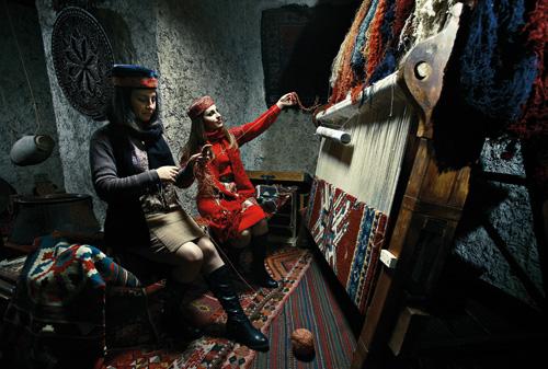 Weaving Armenian Carpets