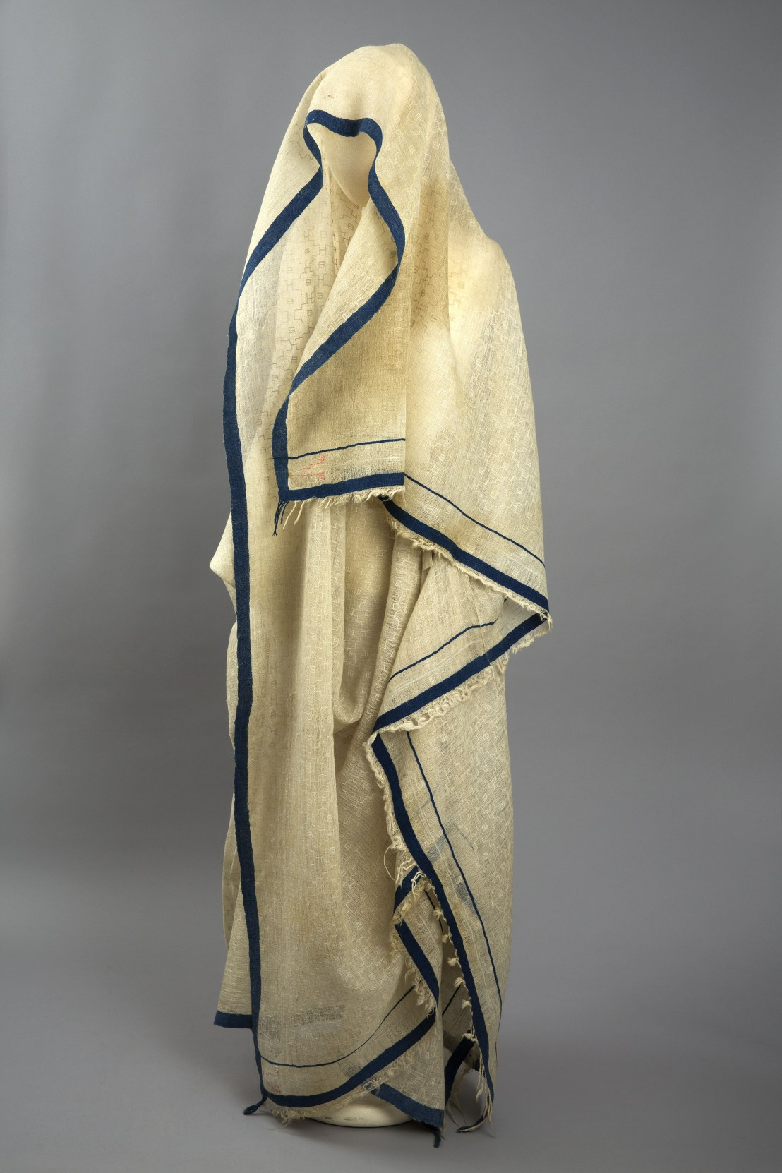 Armenian female blanket, late 19th century. – The Russian Museum of Ethnography
