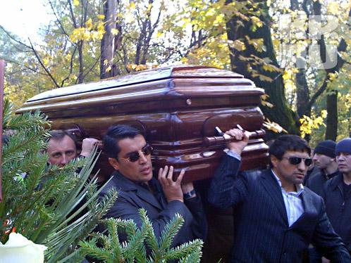Гроб с телом Япончика. Фото: Ринат Низамов