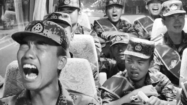 Fact check: No, the Chinese PLA soldiers crying in the video aren't afraid but singing