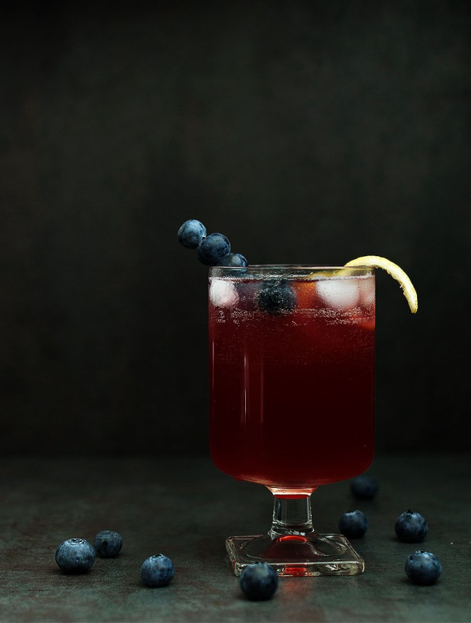 Blueberry Limoncello Cocktail - Pepper Delight #pepperdelightblog #recipe #cocktail #limoncello #limoncellococktail #italiandrink #blueberrycocktail #drinks #thanksgiving #summer #fall #party #festive #christmas #cocktailparty