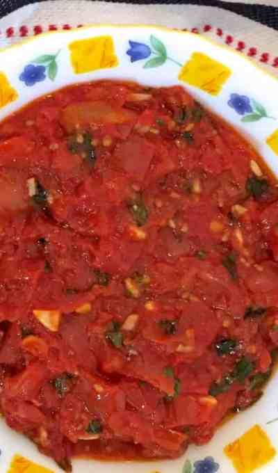 Easy Tomato Basil Sauce For Pasta or Pizza