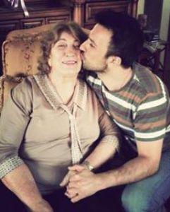 """Festën e Bajramit dua ta kalojë me nënën time"""", ka thënë Tarkan."""
