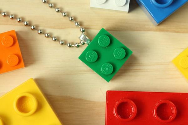 collares hechos con legos