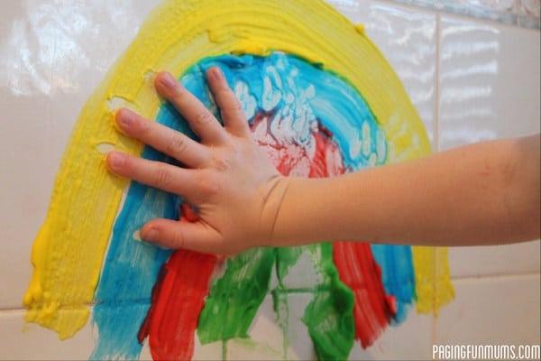 La abuelita sara es increíblemente elástica. Cómo hacer pinturas para el baño - Pequeocio