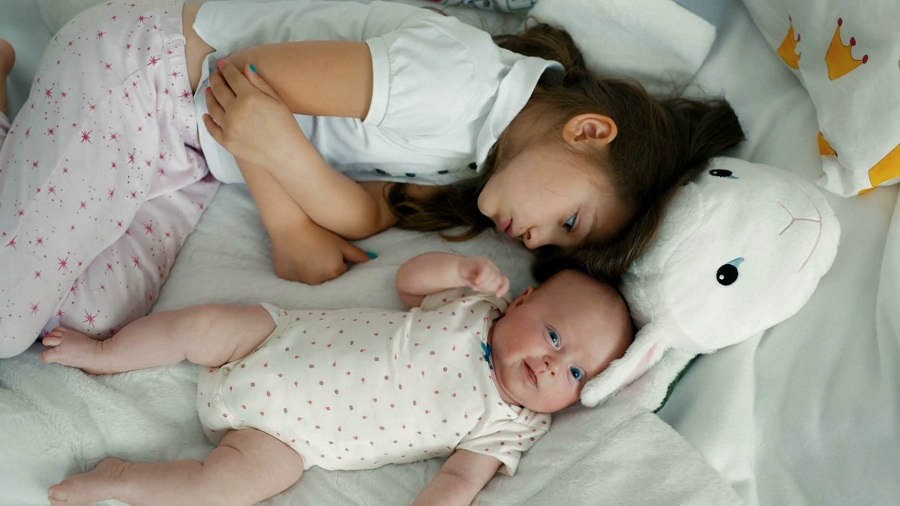 hermano pequeño bebe tener un hermanito o hermanita