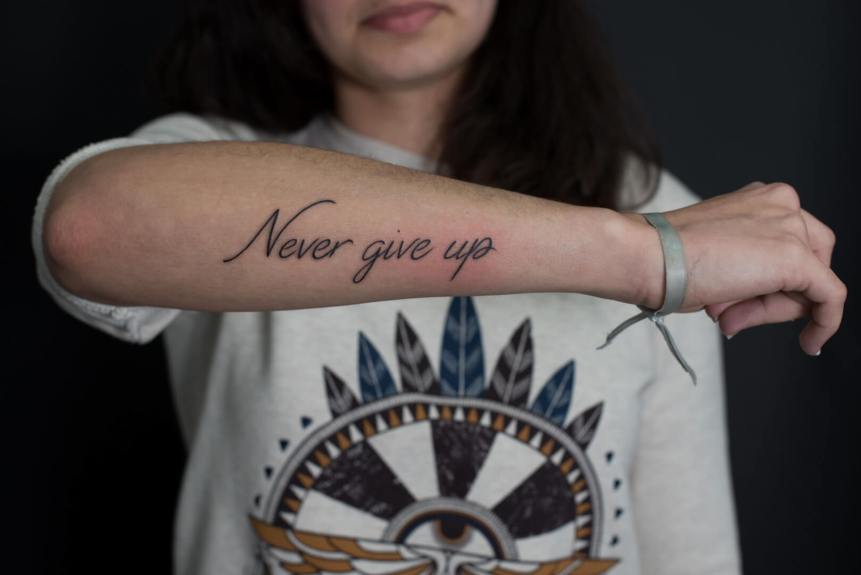 Lettrage, premier tattoo, never give up