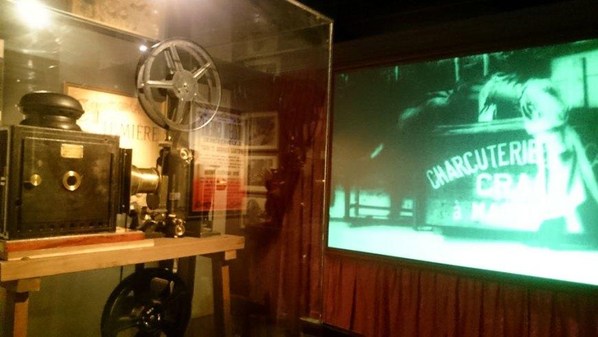 Copia del primer aparato cinematográfico de los hermanos Lumiére © Núria A.T