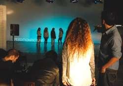 Jota y Ale Nieto (coreografa) poniendose a punto para empezar a rodar la siguiente escena.