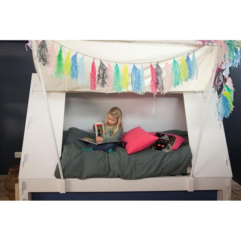 lit expo enfant en forme de tente avec