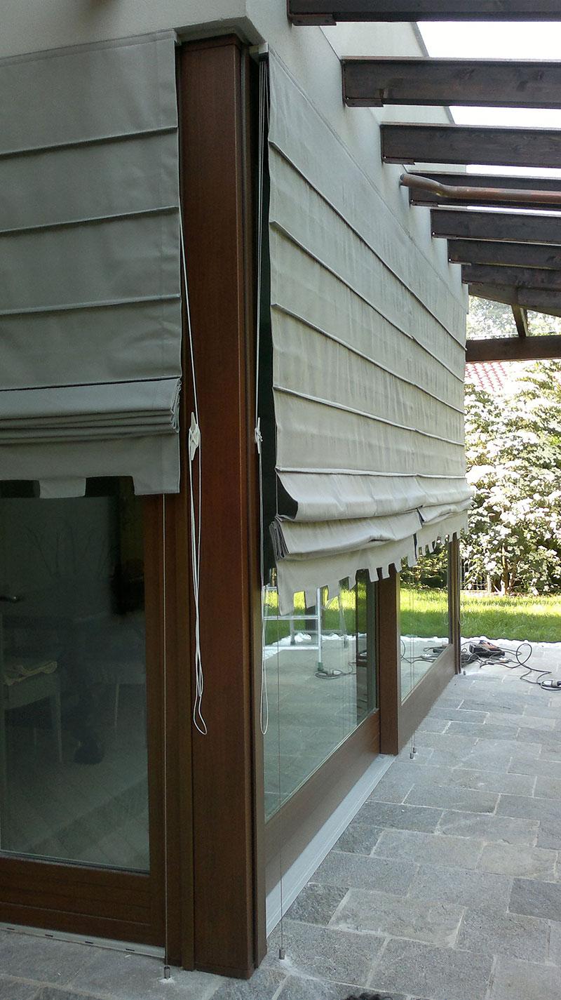 Il velario realizza tendaggi d'interno e da esterno, pergole, pensiline e propone soluzioni per ambienti privati e. Tende Guidate E A Caduta Tendaggi Monza Brianza Perego Tende