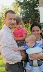 Analia Selis și familia ei