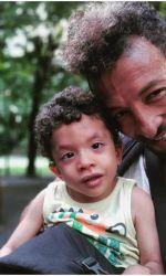 Kamara și fiul lui, Leon, în vârstă de 4 ani.