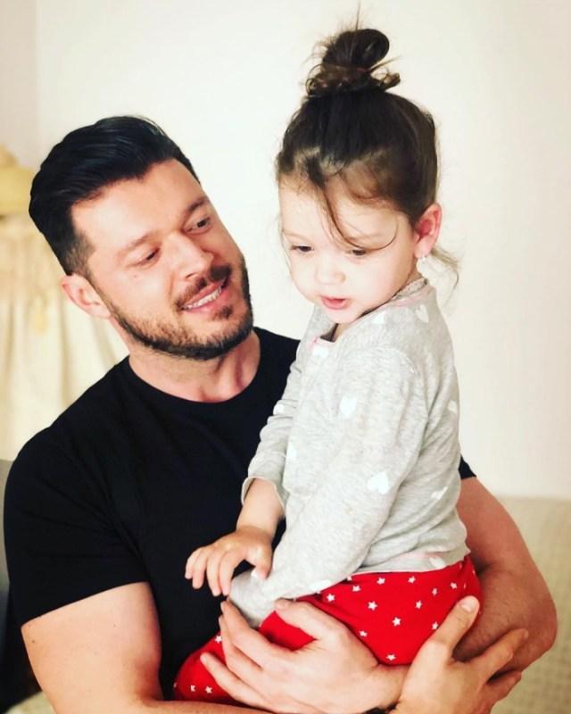 Victor Slav si fetita sa, Sofia