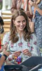 Kate Middleton a purtat cercei de 9 dolari!