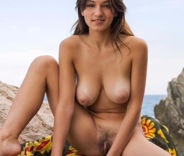 Sofi A Naked Outdoors