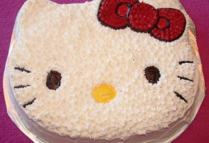 How An Average Mom Makes A Hello Kitty Cake