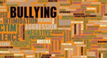 Τι είναι το cyberbullying και πόσο απειλεί τους νέους σήμερα;