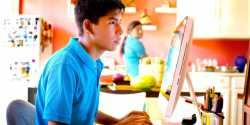 Μάθετε στο Παιδί σας να Προσέχει στο Ίντερνετ