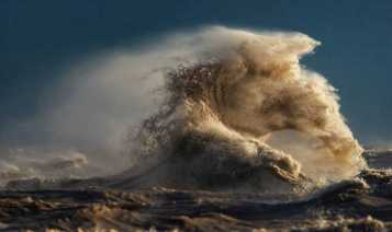 large-scary-waves-ocean-lake-erie-dave-sandford-8