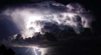 Ηλεκτρική καταιγίδα προσφέρει φυσικό υπερθέαμα!