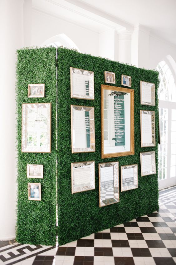 foliage-wall-with-mirror-seating-chart