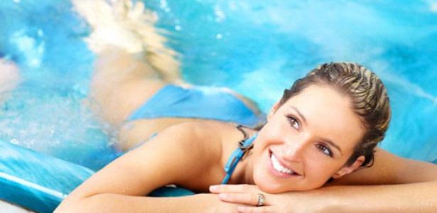 Cuidados com os cabelos antes e depois da piscina