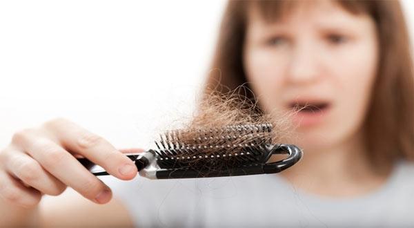 Combate a queda de cabelo feminino