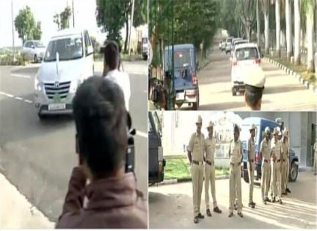 कर्नाटक के होटल में कैद के लिए चित्र परिणाम