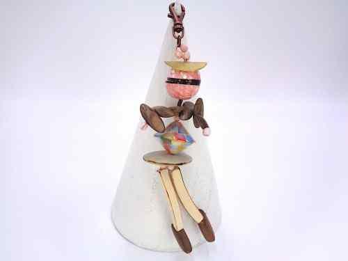 Pampille en forme de poupée, perle de bois, perle vernie, nacre, à accrocher sur son sac, ses clefs ou en pendentif collier