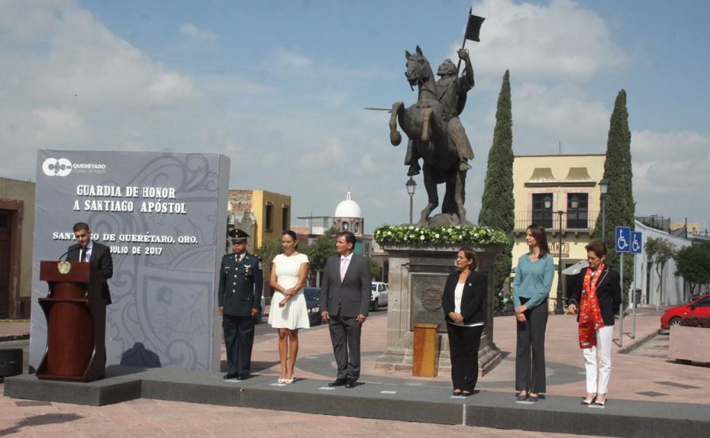El H. Ayuntamiento del municipio de Querétaro, rindió guardia de honor a Santiago Apóstol, esto como parte de los festejos del 486 aniversario de la fundación de Santiago de Querétaro