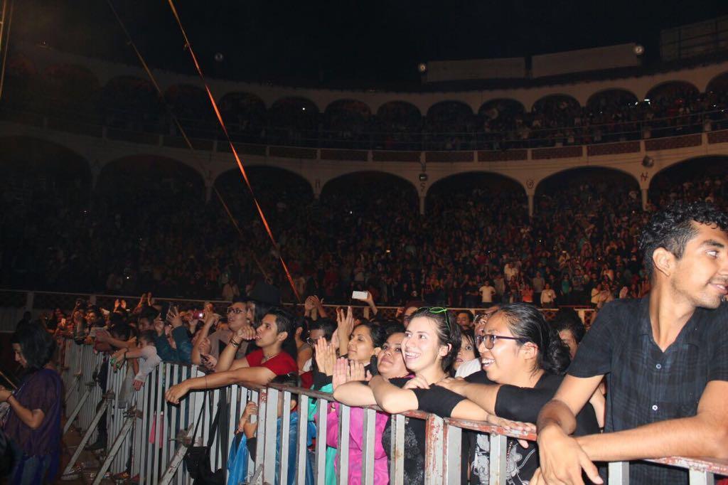 10 mil disfrutan del concierto gratuito de Café Tacvba en Querétaro Capital.