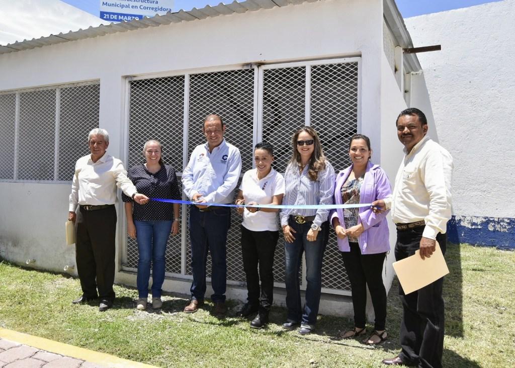 Rogelio Vega Vázquez Mellado, jefe de Gabinete del municipio de Corregidora, inauguró la nueva gatera de la Unidad de Protección Animal (UPA) de la demarcación.