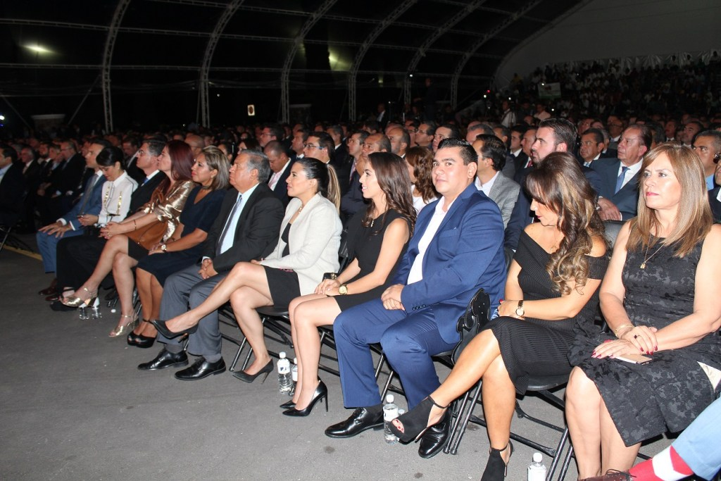 En este evento, Mauricio Kuri, fue acompañado por su familia, empresarios, importantes personajes de la vida política, dirigentes partidistas y ciudadanos de Corregidora.