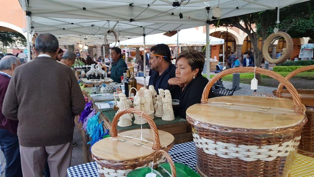 Los asistentes disfrutaron de una exposición vitivinícola, queserías y artesanías de la región.