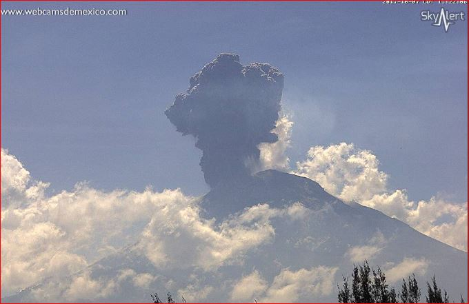El Volcán Popocatépetl registra fuerte explosión. Foto: SkyAlert.